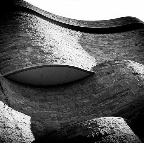 Curvy_Building